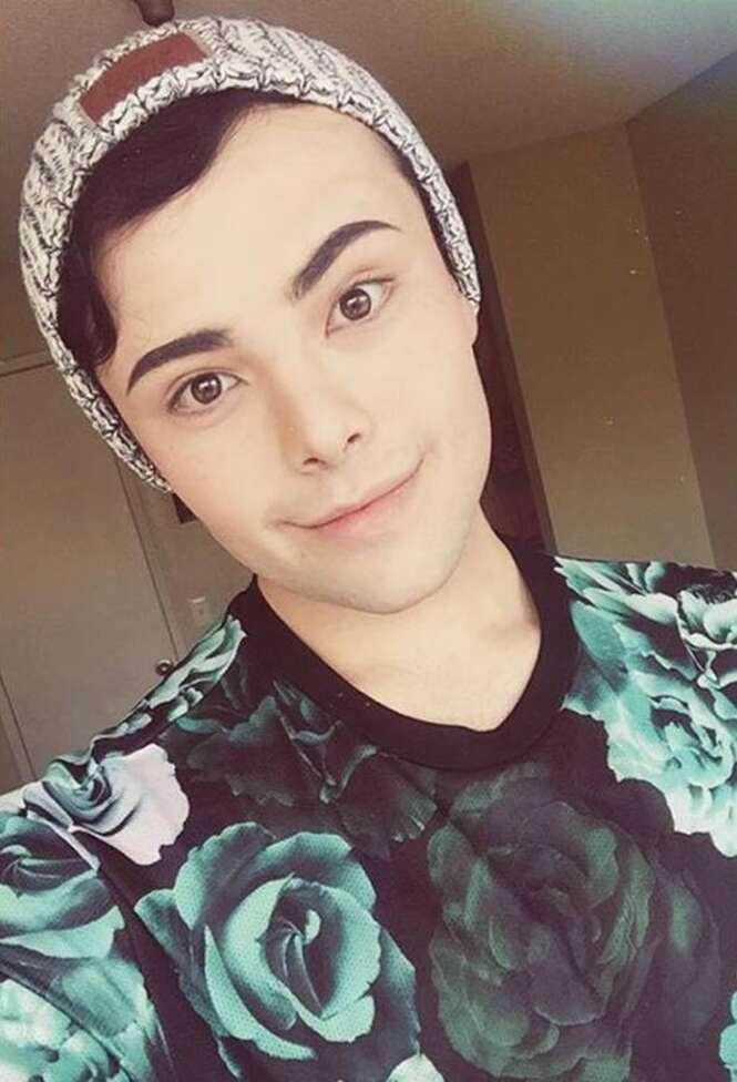 Rapaz de 21 anos prova que com maquiagem qualquer pessoa pode se transformar em princesa da Disney