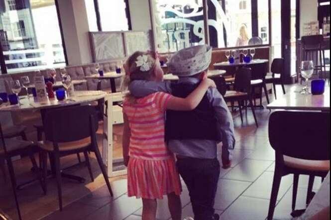 Menino de 5 anos guarda dinheiro que ganhou de aniversário para levar melhor amiga a encontro romântico