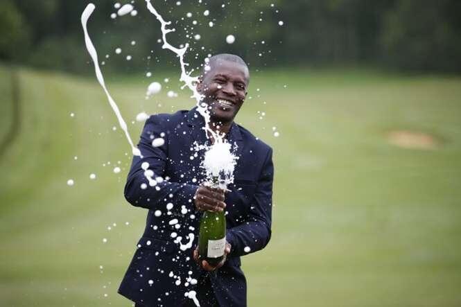 Homem ganha R$ 20 milhões na loteria e volta para cumprir expediente em seu trabalho