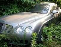 Conheça o cemitério de carros que possui mais de 200 veículos de luxo que foram abandonados