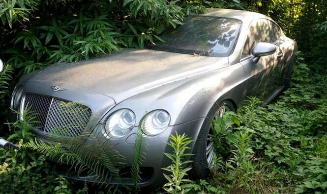 Conheça o cemitério de carros de luxo que foram abandonados