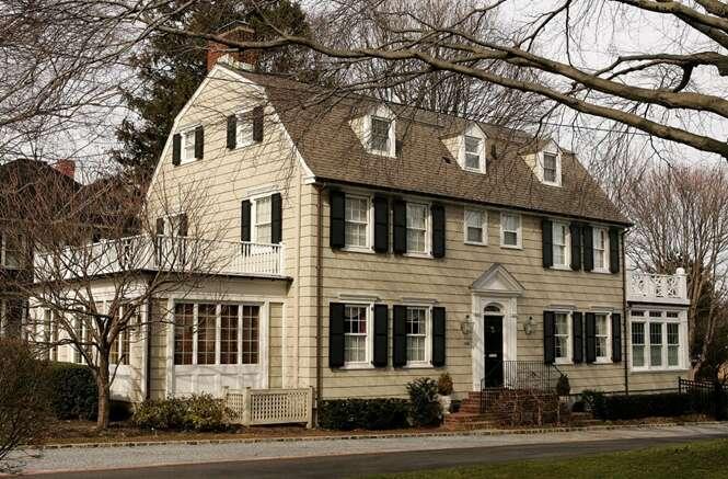 Casa assombrada onde ocorreu trágico assassinato em massa é colocada à venda