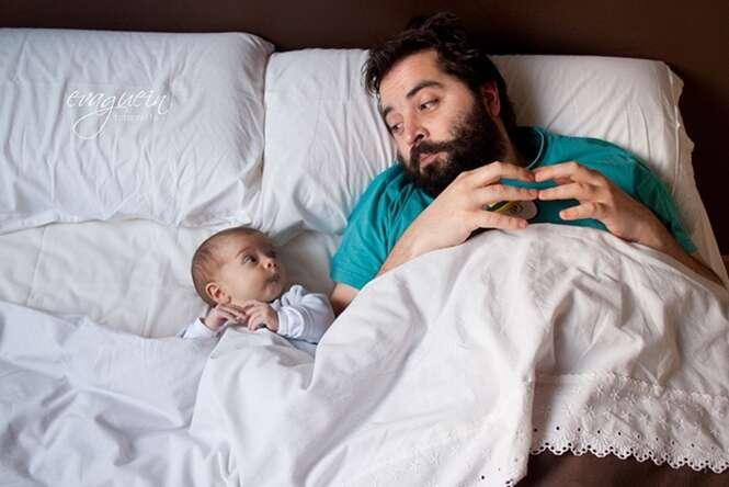 Pais em momentos especiais da paternidade com seus bebês