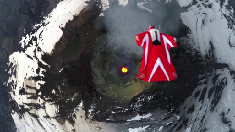 Vídeo de arrepiar mostra momento em que mulher salta sobre vulcão ativo