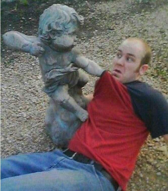 Fotos divertidas envolvendo estátuas