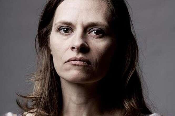 Mãe acha cápsulas misteriosas no quarto da filha, a questiona pensando ser drogas e tem surpresa hilária