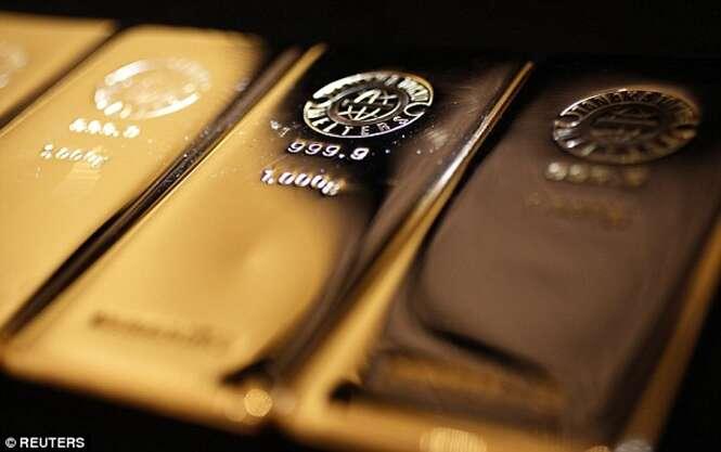 Engenheiro aposentado enterra R$ 4 milhões em barras de ouro em suas terras