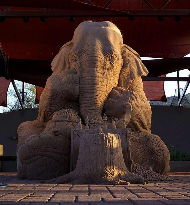 Artistas criam escultura incrivelmente realista feita de areia