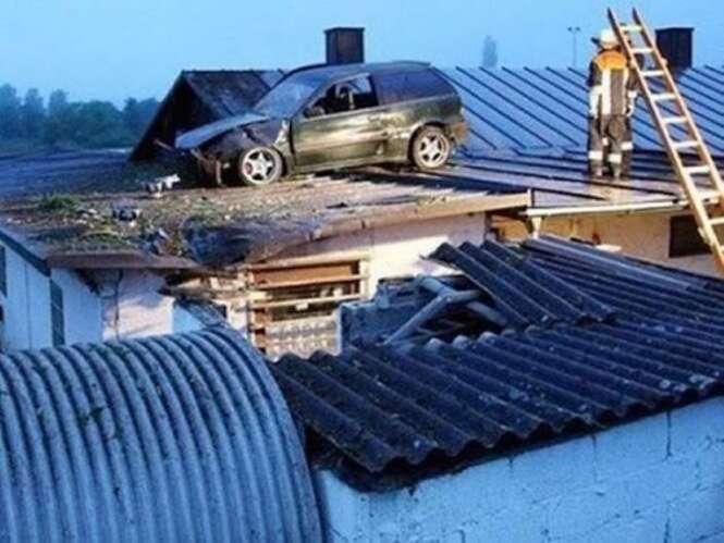 """Motoristas que """"estacionaram"""" seus veículos em locais nada comuns"""