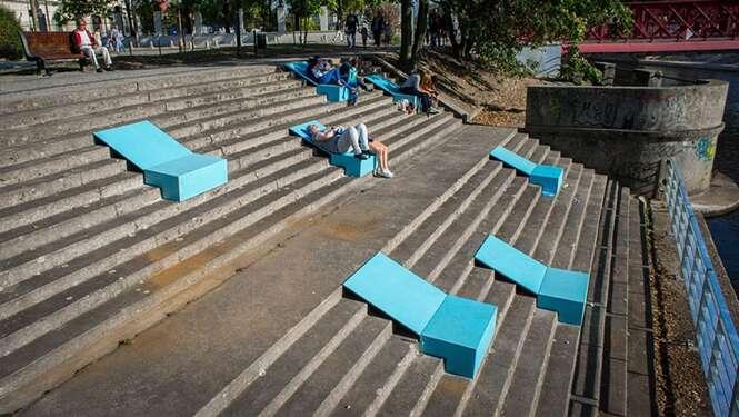 Artistas poloneses criam solução simples e inteligente para ambientes urbanos negligenciados