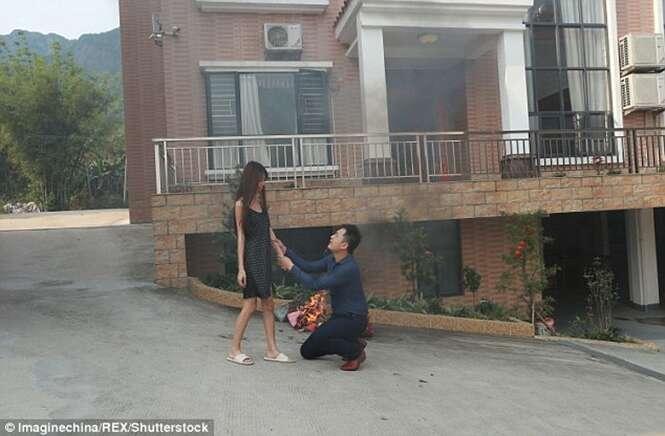 Marido milionário implora de joelhos para que sua esposa não o abandone