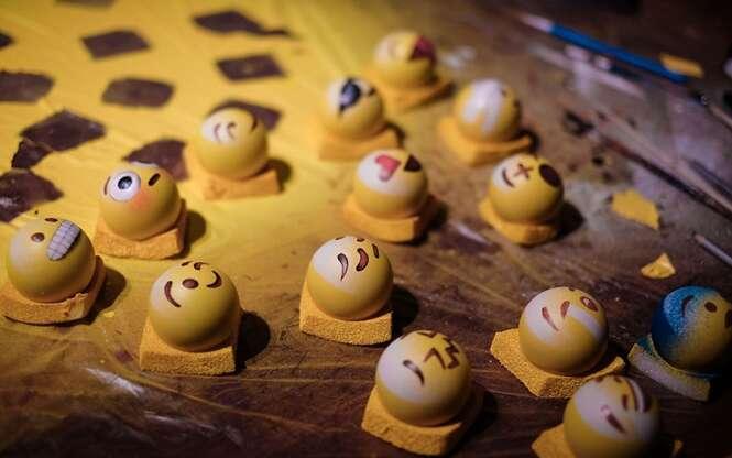 Artistas fazem sucesso criando emojis em bolas de bilhar