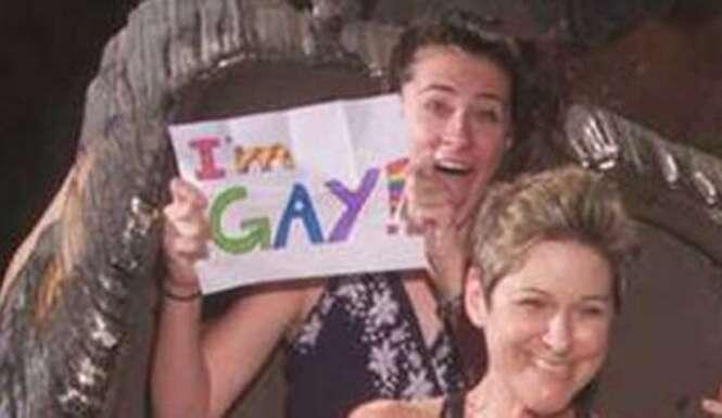 Adolescente conta à família que é homossexual de uma forma completamente criativa