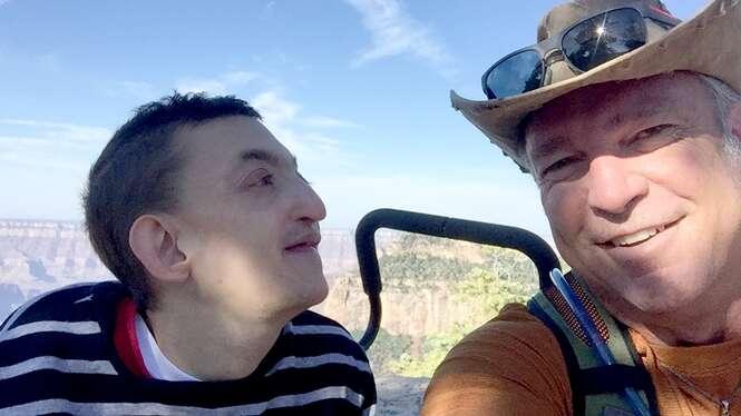 Pai planeja grande aventura no 30º aniversário de filho que médicos disseram que não viveria mais que 2 anos