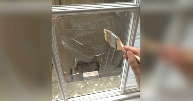 Solução simples e elegante ajuda a bloquear a entrada de luz na janela de casa