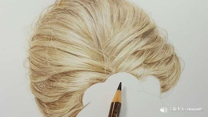 Artista usa lápis de cor para desenhar cabelos hiper-realista