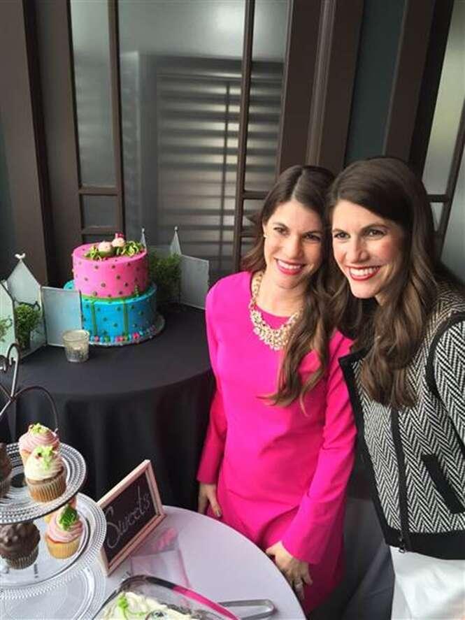 As irmãs Sarah Mariuz e Leah Rodgers em seu chá de bebê.