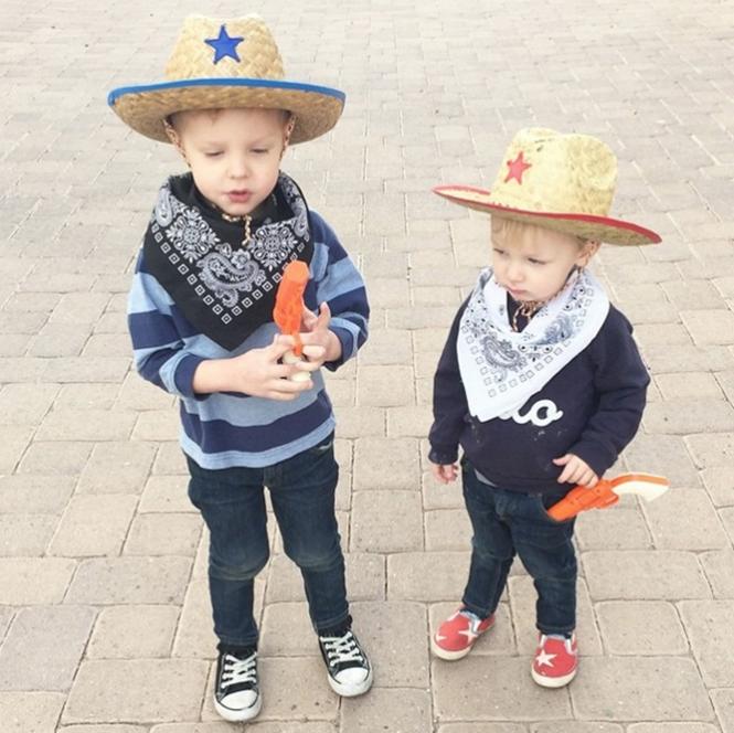 Rockwell e Fenix, seu irmão de 2 anos. Foto: instagram
