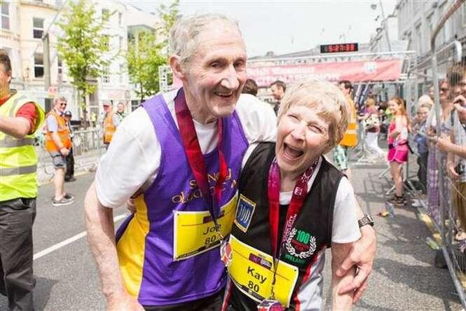 Casal de 80 anos comemora aniversário de casamento correndo maratona
