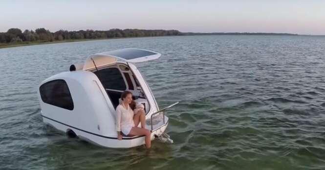 Um pequeno trailer que se transforma em um incrível barco