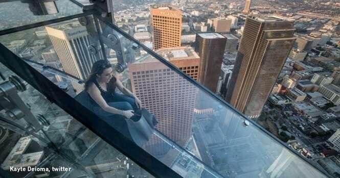 Esse escorregador insano de vidro é só para quem tem coragem de verdade