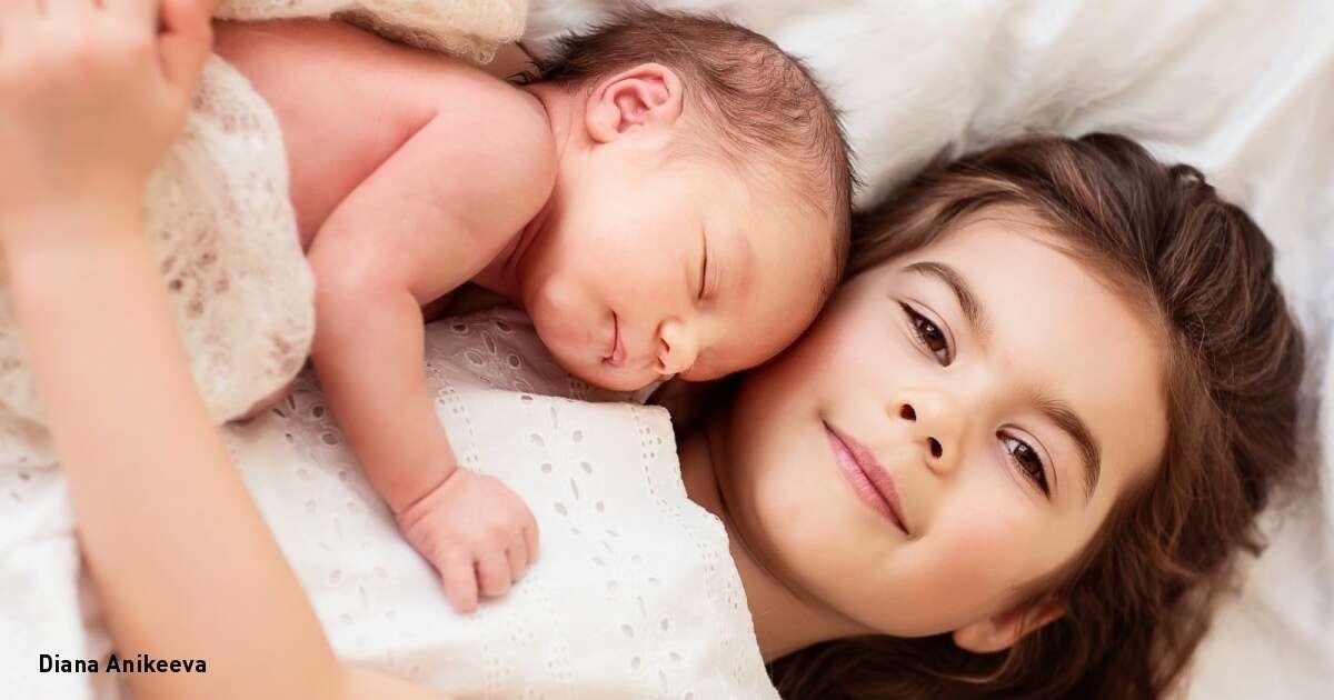 A história fascinante de como uma menina salvou seu irmão bebê