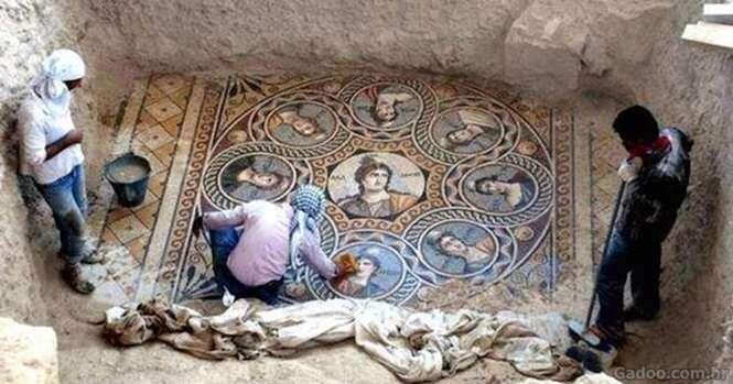 Arqueólogos encontram antigo mosaico grego de 220 a.C. em perfeito estado