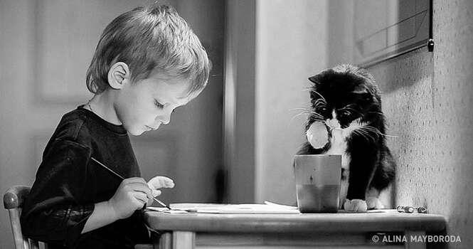 Fotos provando que as crianças precisam de gatos