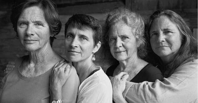 Irmãs se fotografam por 40 anos em projeto impressionante