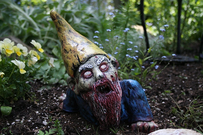 Que tal gnomos zumbis no seu jardim?