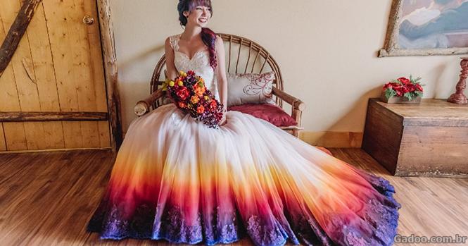 Vestidos de noivas com a barra colorida prometem deixar seu casamento ainda mais especial