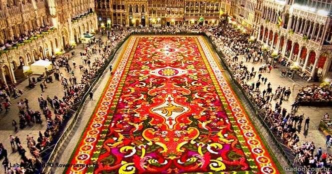 Durante 20 anos esta praça em Bruxelas foi decorada com um lindo tapete de flores