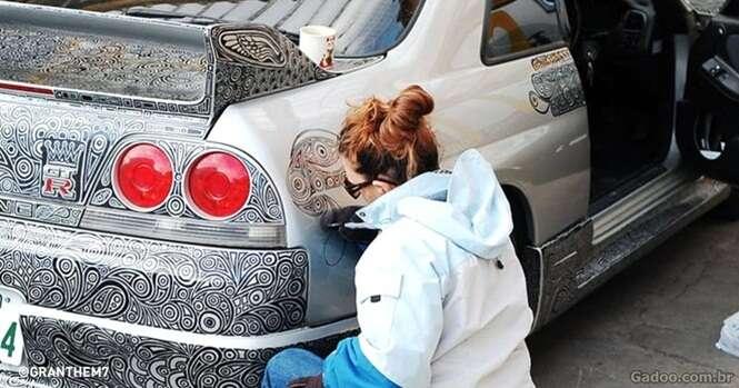 Esta artista pintou o carro todo de seu marido com caneta permanente