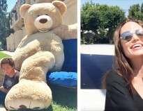 Ninguém queria comprar o urso de pelúcia desses gêmeos, até que Angelina Jolie resolveu o problema