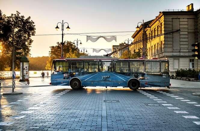 Artista de rua cria ilusão com pintura incrível em ônibus