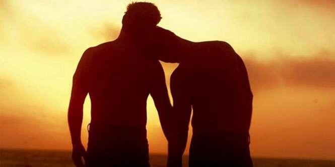 Homens g0ys: se relacionam com outros homens, mas não se dizem gays