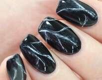 23 ideias sensacionais para as unhas usando esmalte preto
