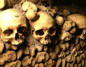 Acredite: existem restos mortais de 6 milhões de pessoas embaixo de Paris