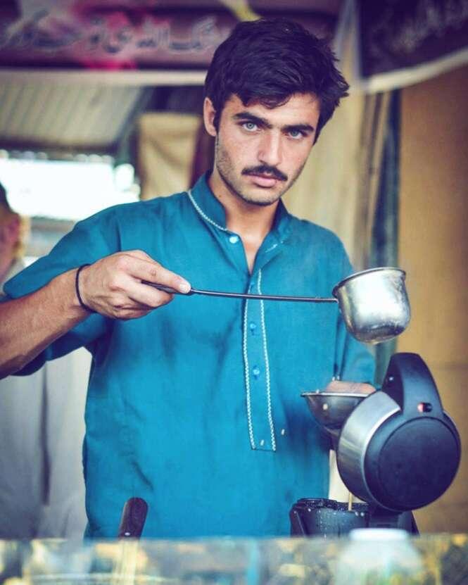 Este deve ser o vendedor de chá mais bonito do Paquistão
