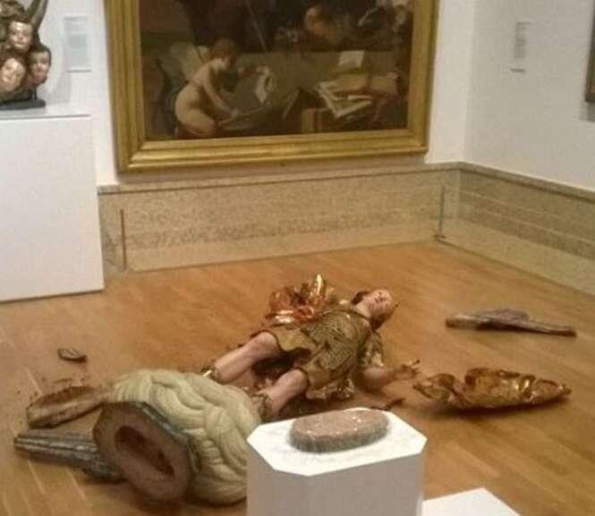 Turista brasileiro quebra estátua de mais de 300 em museu ao tentar fazer selfie
