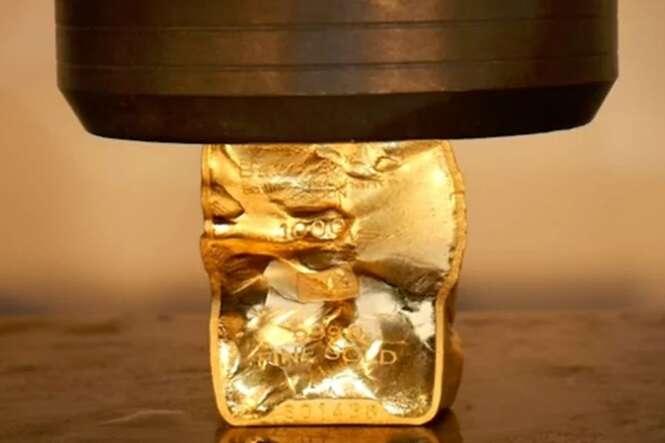 Vídeo impressionante: ouro se comporta como borracha macia em prensa hidráulica