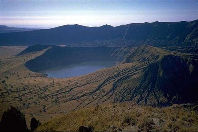 Lagos que você não vai acreditar que se formaram na cratera de vulcões