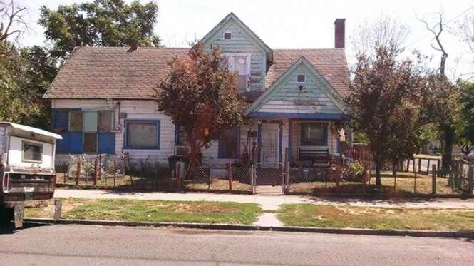 Um homem ouviu adolescentes rindo da casa de um idoso de 75 anos e o que ele fez foi incrível