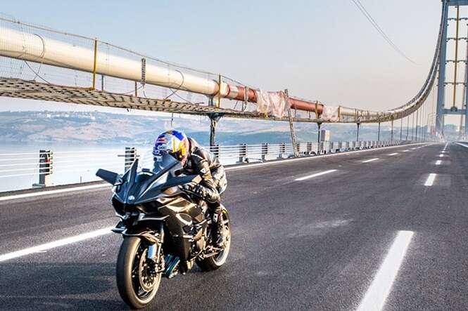 Vídeo: piloto mostra como é atingir 400 quilômetros por hora em uma moto
