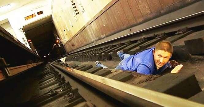 O que fazer se você cair nos trilhos do metrô