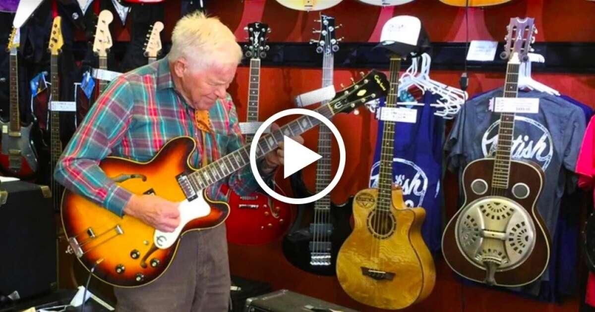 Este idoso de 81 anos resolveu experimentar uma guitarra antes de comprá-la e fez algo simplesmente surpreendente