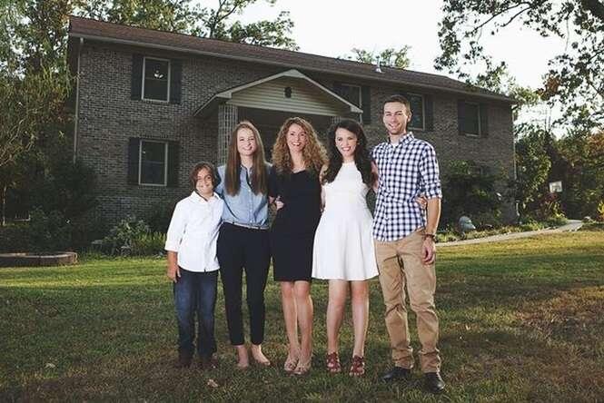 Mãe constrói mansão para os filhos com a ajuda de tutoriais no YouTube