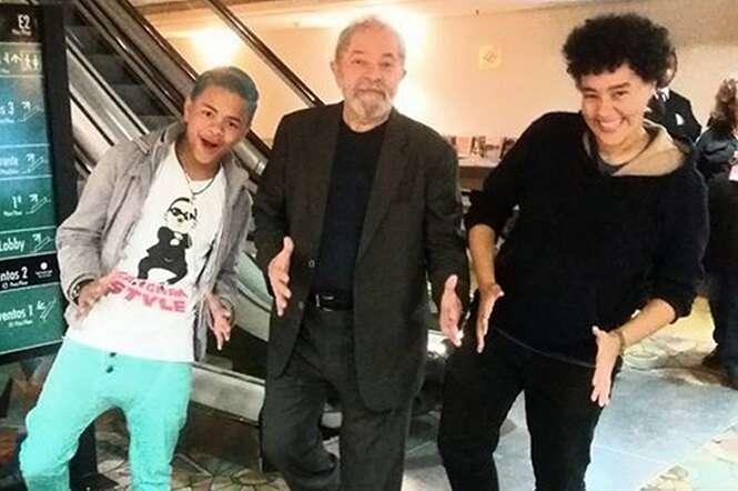 Esses dois jovens ensinaram o Lula a sarrar