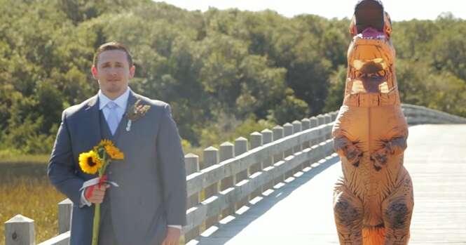 Vídeo: noiva se veste de dinossauro para pregar peça no futuro marido