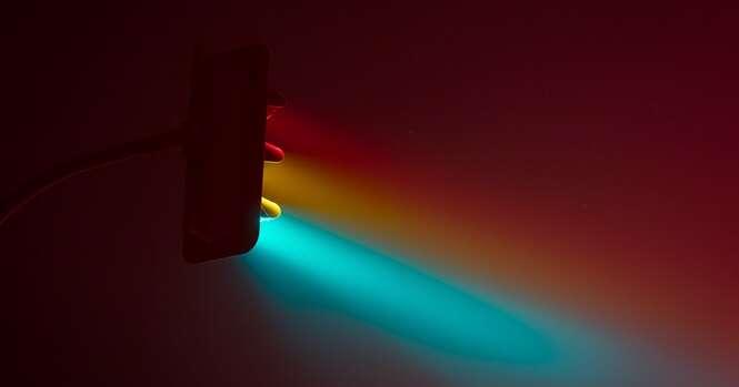 Fotógrafo captura lindas imagens das luzes dos semáforos